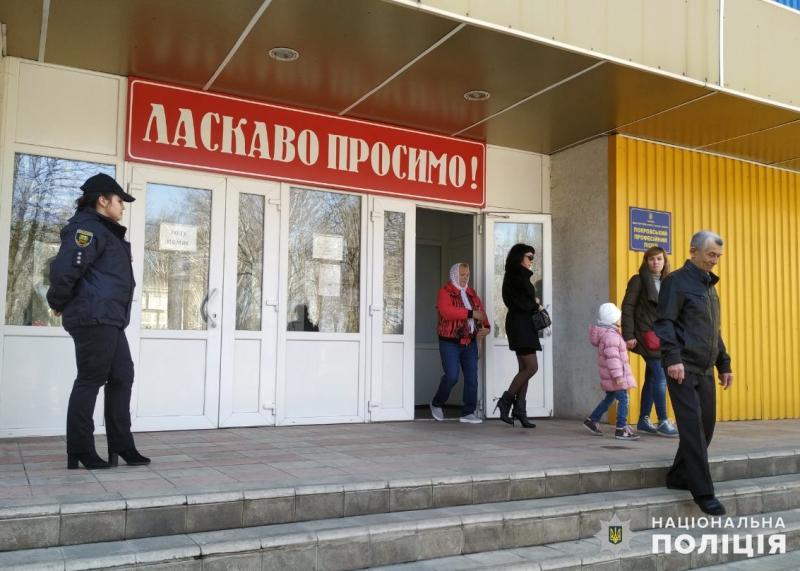 Станом на 13:00 годину поліцейські Покровської оперативної зони зареєстрували 7 повідомлень про порушення виборчого процесу, фото-1