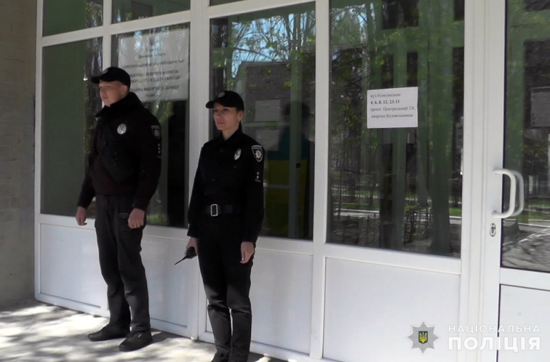 Правоохоронці забезпечують правопорядок на виборчих дільницях, фото-5