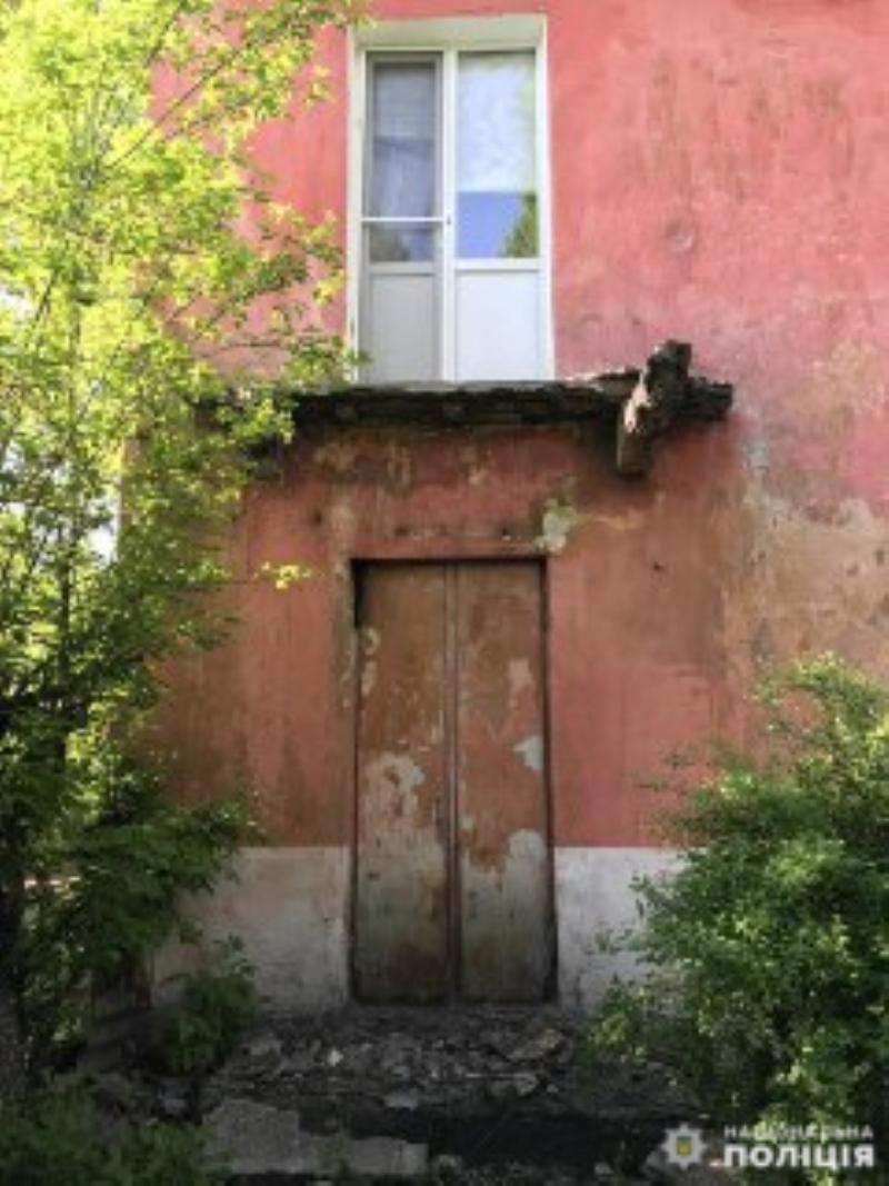 Покровська оперзона: під ногами 53-річної жінки обвалився балкон, фото-1