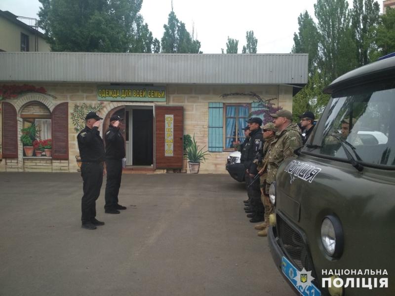 Поліцейські, які охоронятимуть спокій громадян у вихідні, публічно заступили на службу, фото-3