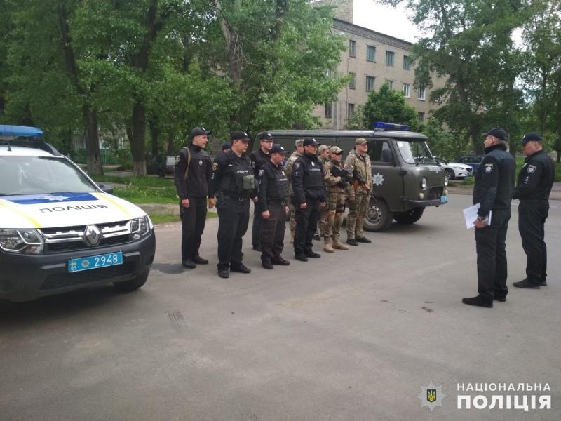Поліцейські, які охоронятимуть спокій громадян у вихідні, публічно заступили на службу, фото-1