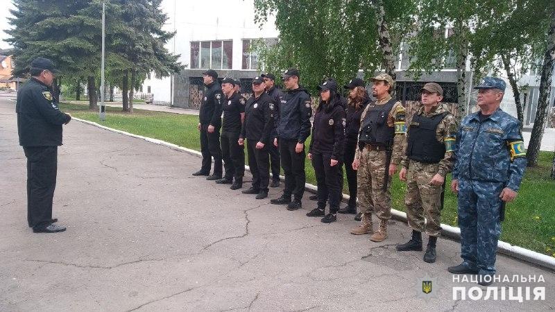 Поліцейські, які охоронятимуть спокій громадян у вихідні, публічно заступили на службу, фото-4