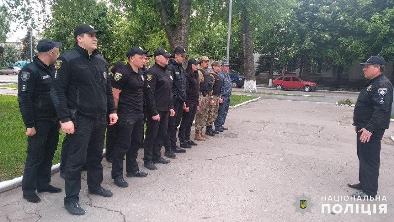 Поліцейські, які охоронятимуть спокій громадян у вихідні, публічно заступили на службу, фото-5