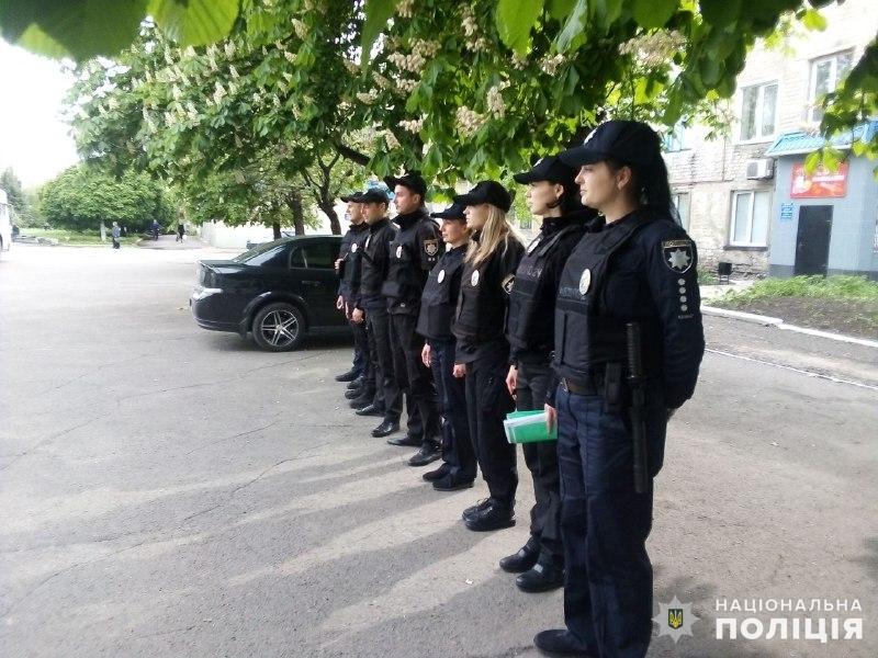 Поліцейські, які охоронятимуть спокій громадян у вихідні, публічно заступили на службу, фото-8