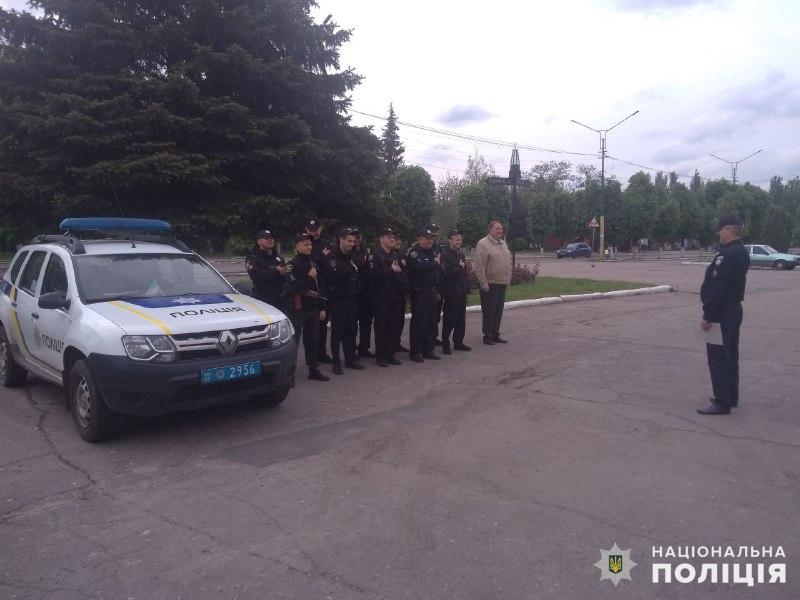 Поліцейські, які охоронятимуть спокій громадян у вихідні, публічно заступили на службу, фото-6