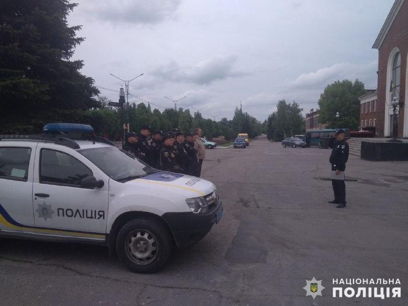 Поліцейські, які охоронятимуть спокій громадян у вихідні, публічно заступили на службу, фото-7