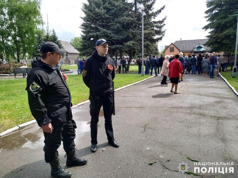 Пам'ятні заходи 9 травня на Донеччині пройшли без грубих порушень громадського порядку, фото-4