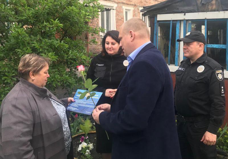 Керівництво Покровського відділу поліції привітало матерів своїх колег зі святом, фото-11