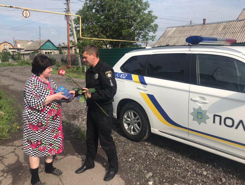 Керівництво Покровського відділу поліції привітало матерів своїх колег зі святом, фото-2