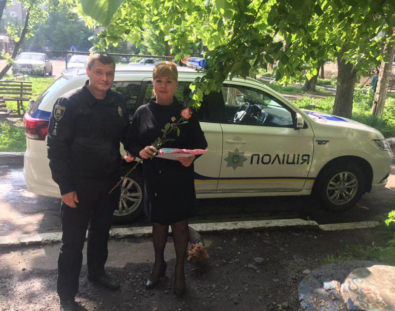 Керівництво Покровського відділу поліції привітало матерів своїх колег зі святом, фото-1