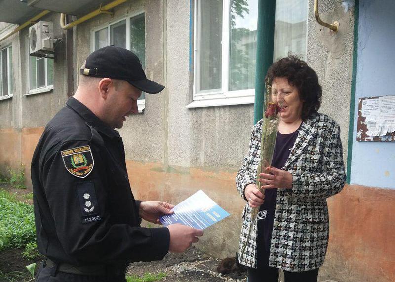 Керівництво Покровського відділу поліції привітало матерів своїх колег зі святом, фото-13