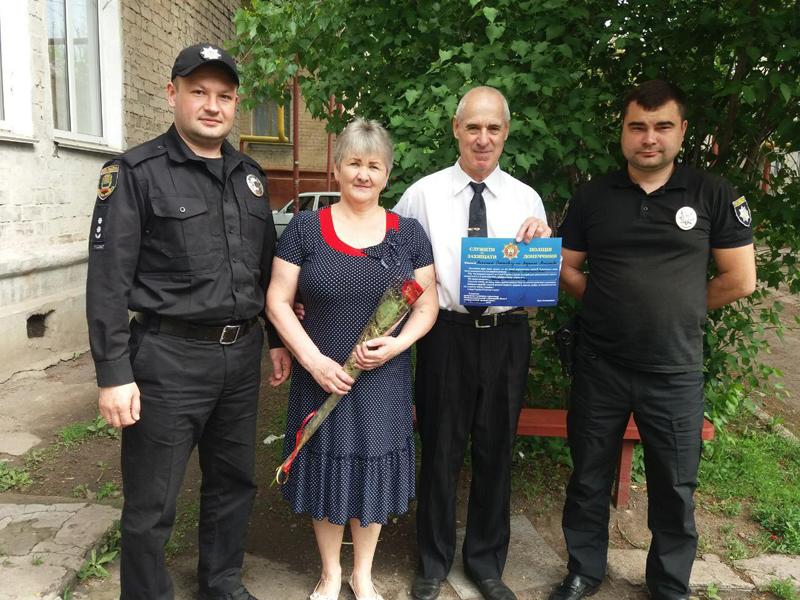 Керівництво Покровського відділу поліції привітало матерів своїх колег зі святом, фото-15