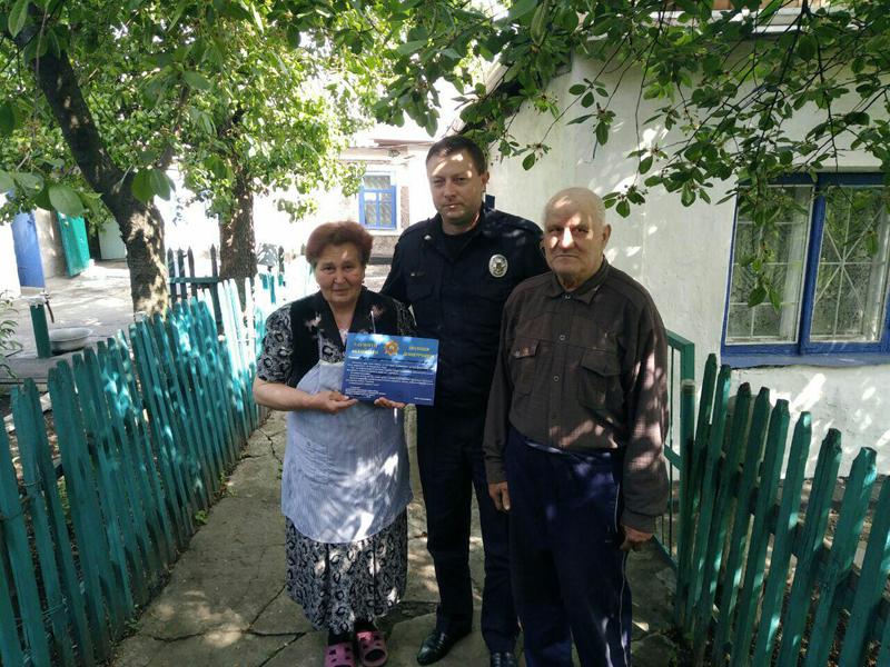 Керівництво Покровського відділу поліції привітало матерів своїх колег зі святом, фото-19