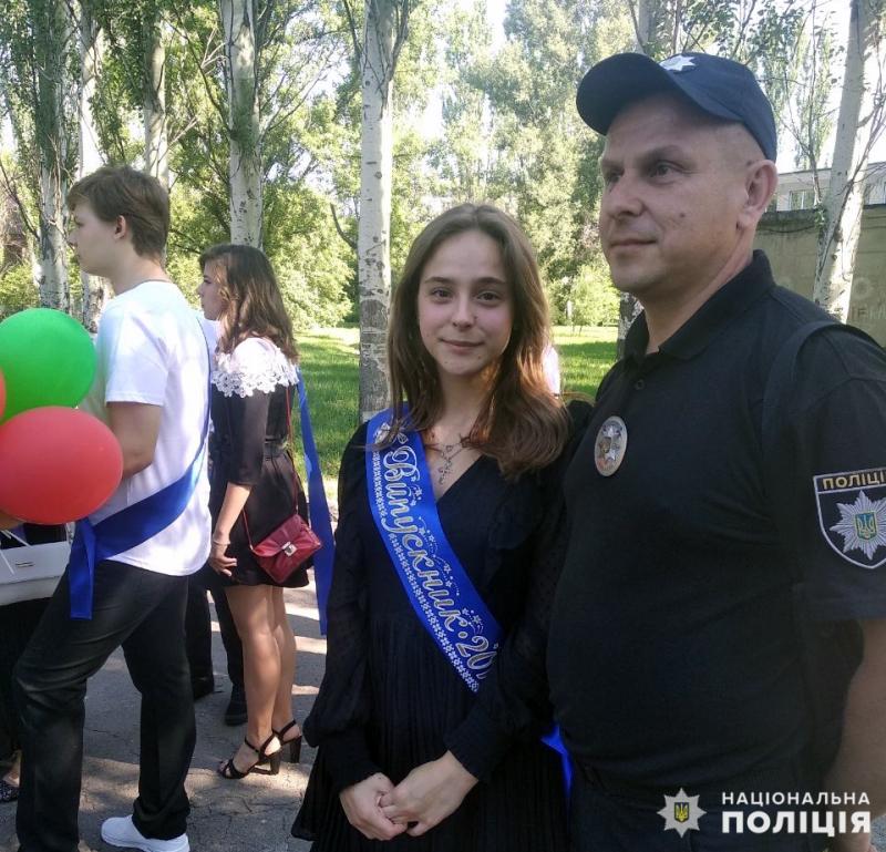 Урочисті заходи в школах Покровської оперзони пройшли під наглядом поліцейських, порушень не допущено, фото-8