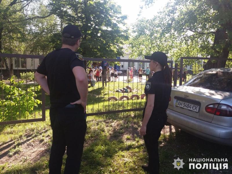 Урочисті заходи в школах Покровської оперзони пройшли під наглядом поліцейських, порушень не допущено, фото-9