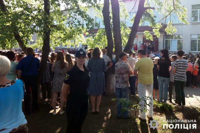 Урочисті заходи в школах Покровської оперзони пройшли під наглядом поліцейських, порушень не допущено, фото-3