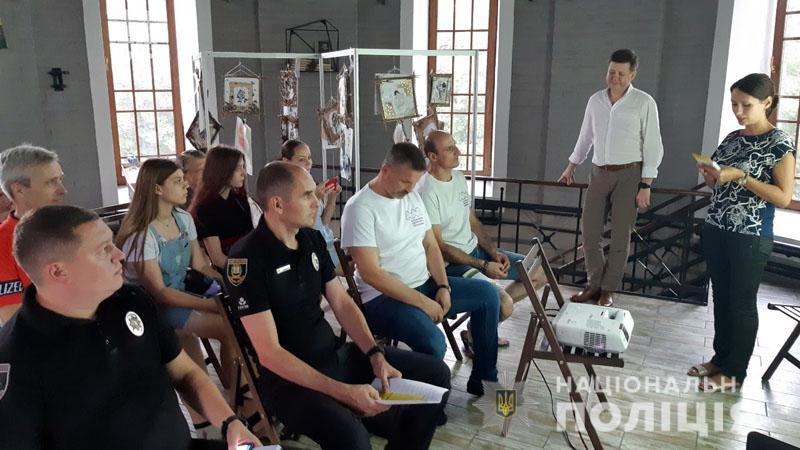 На Донеччині поліція та громадськість реалізують соціальний проект з безпеки велосипедистів «Півтора метри поваги», фото-1
