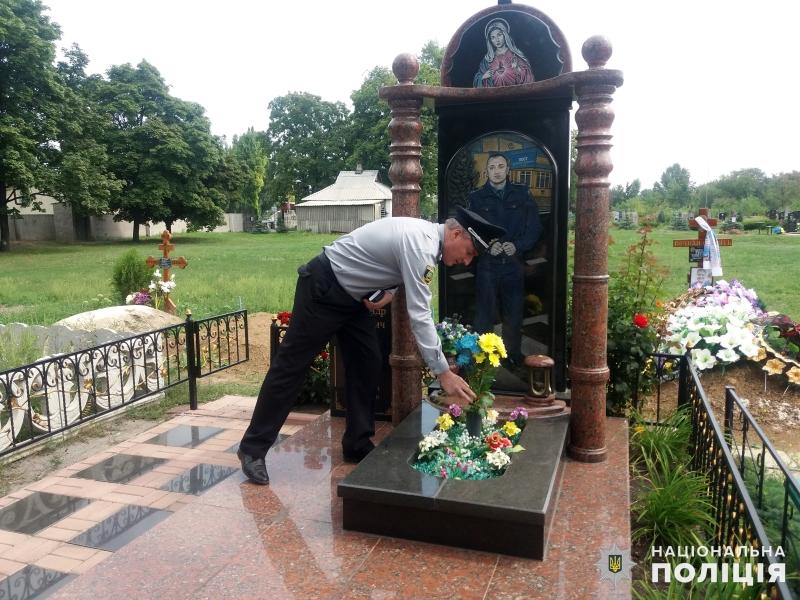 Правоохоронці Покровської оперативної зони вшанували пам'ять загиблих колег, фото-4