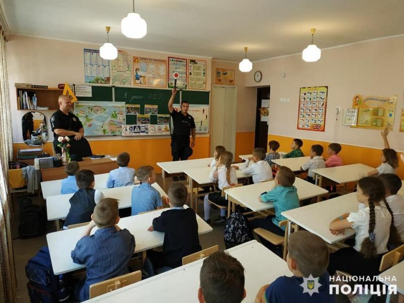 В Мирнограді поліцейські нагадали школярам правила поведінки на дорозі, фото-1