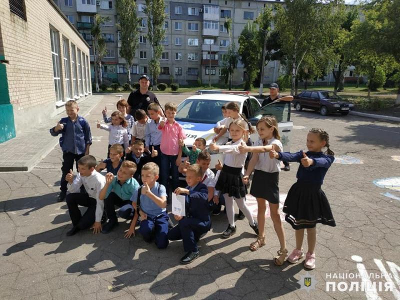 В Мирнограді поліцейські нагадали школярам правила поведінки на дорозі, фото-2