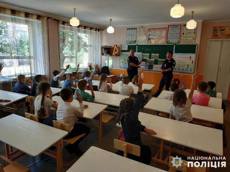 В Мирнограді поліцейські нагадали школярам правила поведінки на дорозі, фото-3