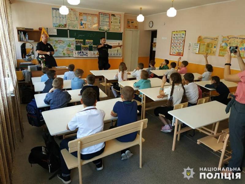 В Мирнограді поліцейські нагадали школярам правила поведінки на дорозі, фото-4