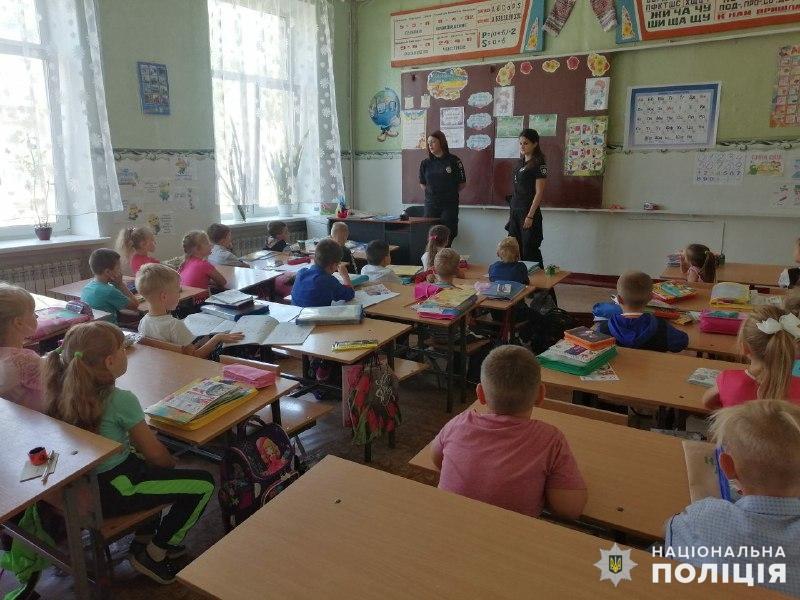 У Покровську поліцейські провели акцію «Посміхнись життю, ти йому подобаєшся!», фото-1
