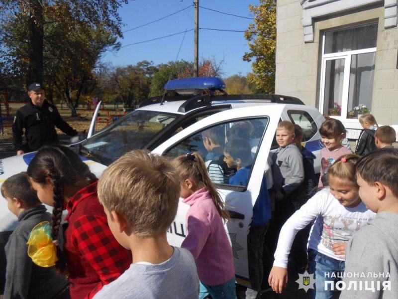 Авдіївські поліцейські навчали правилам дорожнього руху юних пішоходів, фото-3