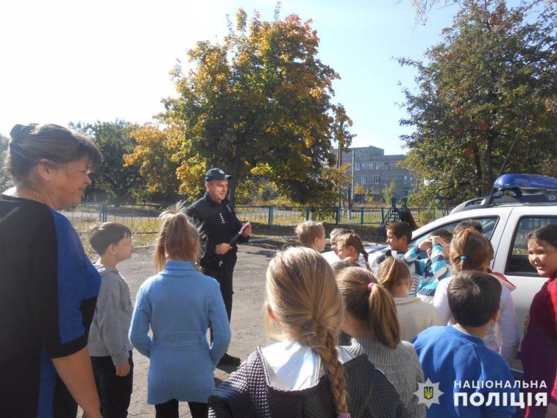 Авдіївські поліцейські навчали правилам дорожнього руху юних пішоходів, фото-2