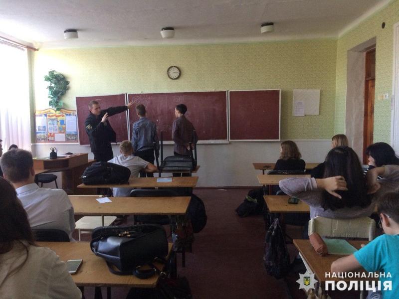 Поліцейські Покровська продовжують навчати школярів дорожній грамоті, фото-1