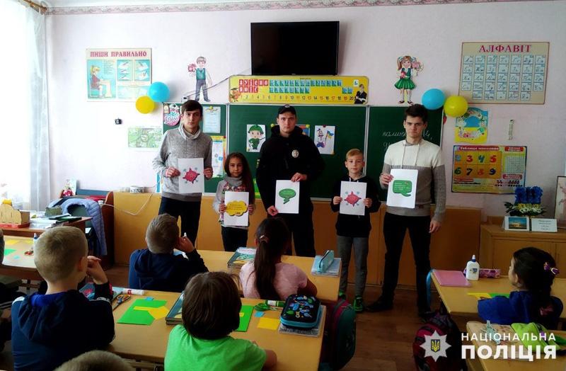 Школярі Покровська за допомогою поліцейських удосконалюють свої знання Правил дорожнього руху, фото-1