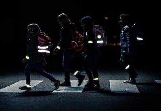 Непомітні пішоходи: як убезпечити себе і дітей в темну пору доби на дорозі?, фото-2