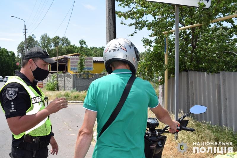 Покровські поліцейські закликали водіїв двоколісного транспорту дотримуватись правил безпечної поведінки на дорозі, фото-2