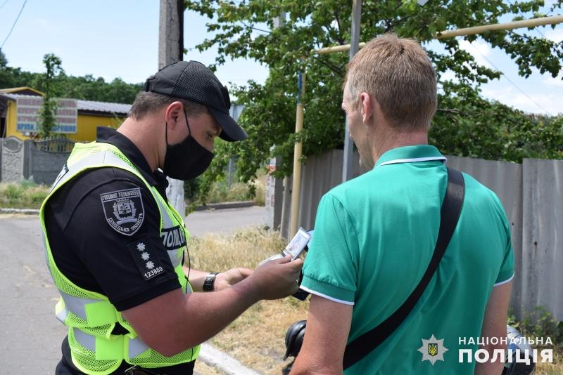 Покровські поліцейські закликали водіїв двоколісного транспорту дотримуватись правил безпечної поведінки на дорозі, фото-3