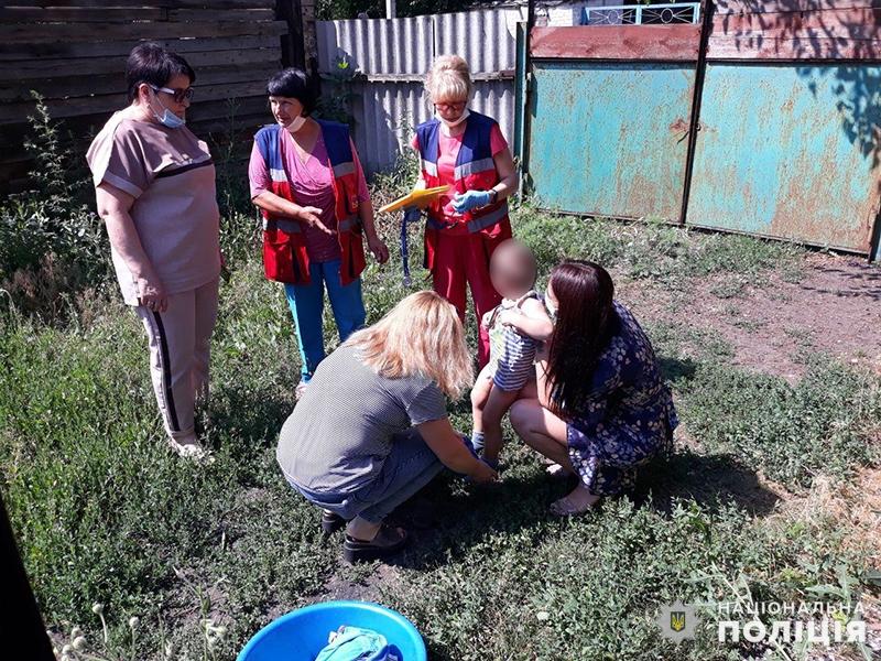 Правоохоронці Покровська помістили до лікарні двох малолітніх дітей, які мешкали у неналежних умовах, фото-1