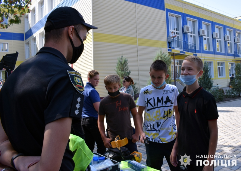 Поліцейські познайомили зі своєю професією покровських школярів, фото-11