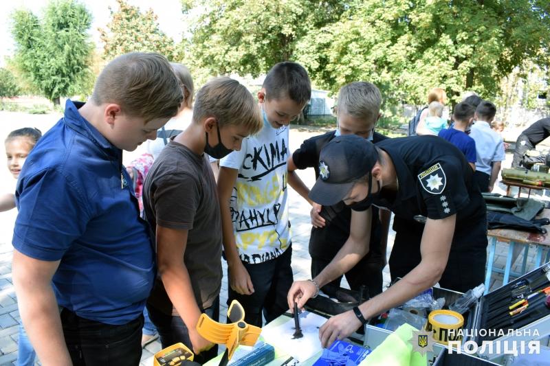 Поліцейські познайомили зі своєю професією покровських школярів, фото-12