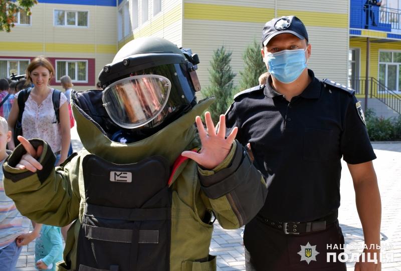 Поліцейські познайомили зі своєю професією покровських школярів, фото-13