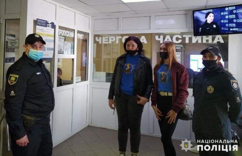 Поліцейські Покровська познайомили лігівців з роботу нарядів поліції, фото-1